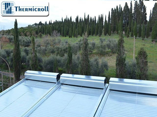 Porte rapide avvolgibili Thermicroll perfettamente integrate nel paesaggio toscano