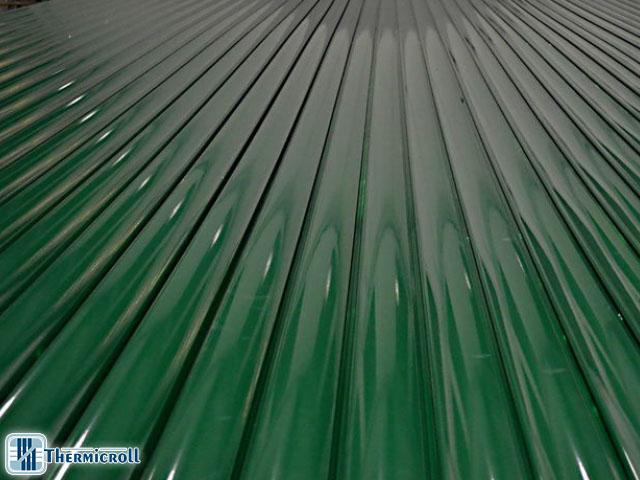 I thermicroll eolo sono portoni industriali in acciaio zincato con forte resistenza al vento
