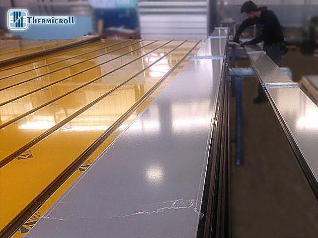 fase di produzione delle porte rapide avvolgibili, porte coibentate e chiusure industriali Thermicroll