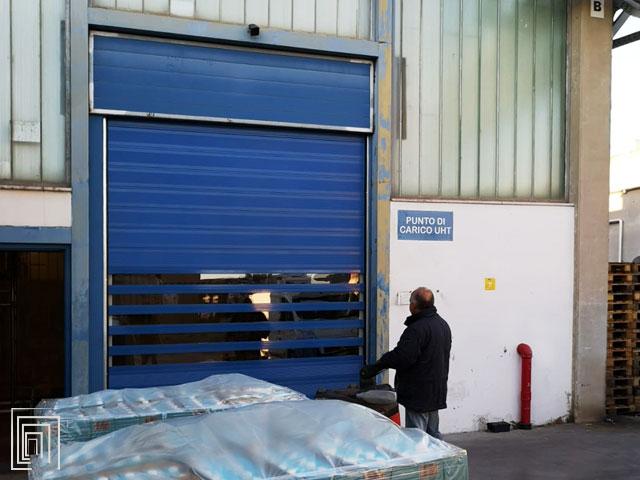 porta avvolgibile per capannone coibentata