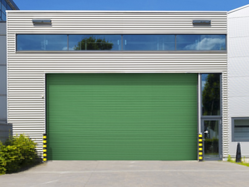 Wind-resistant rapid roll-up door
